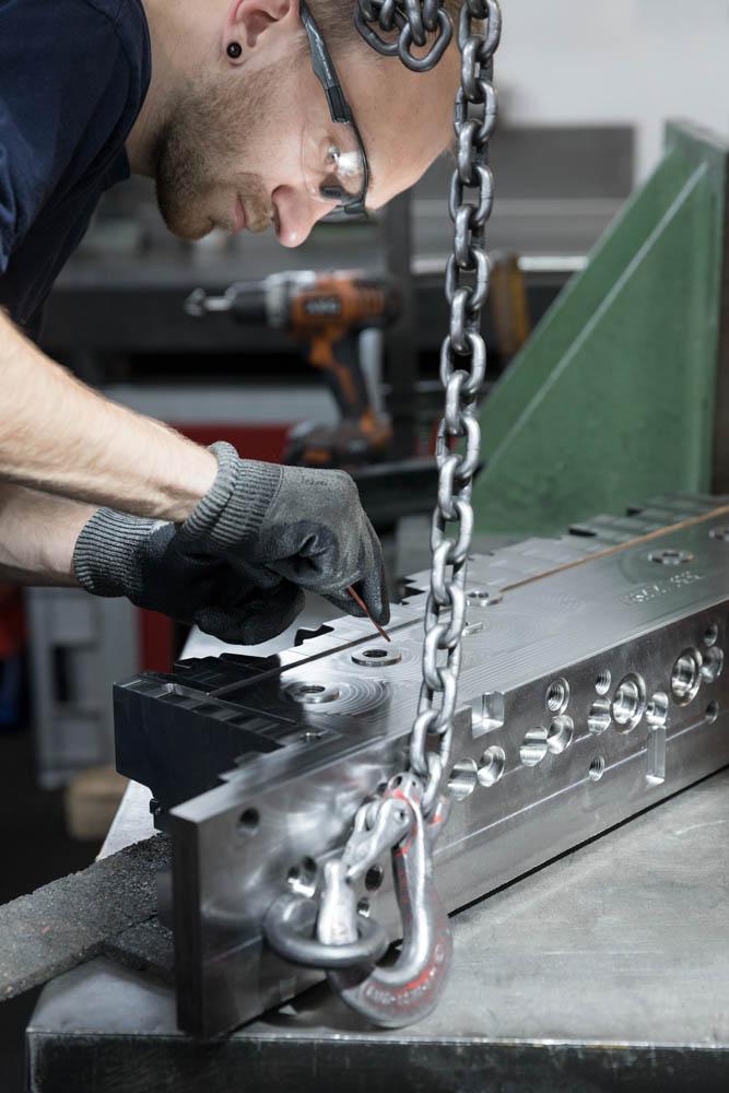 Werkzeugbau Maschinenbau corporate photography Industriefotografie Unternehmensbericht Mitarbeiterporträt