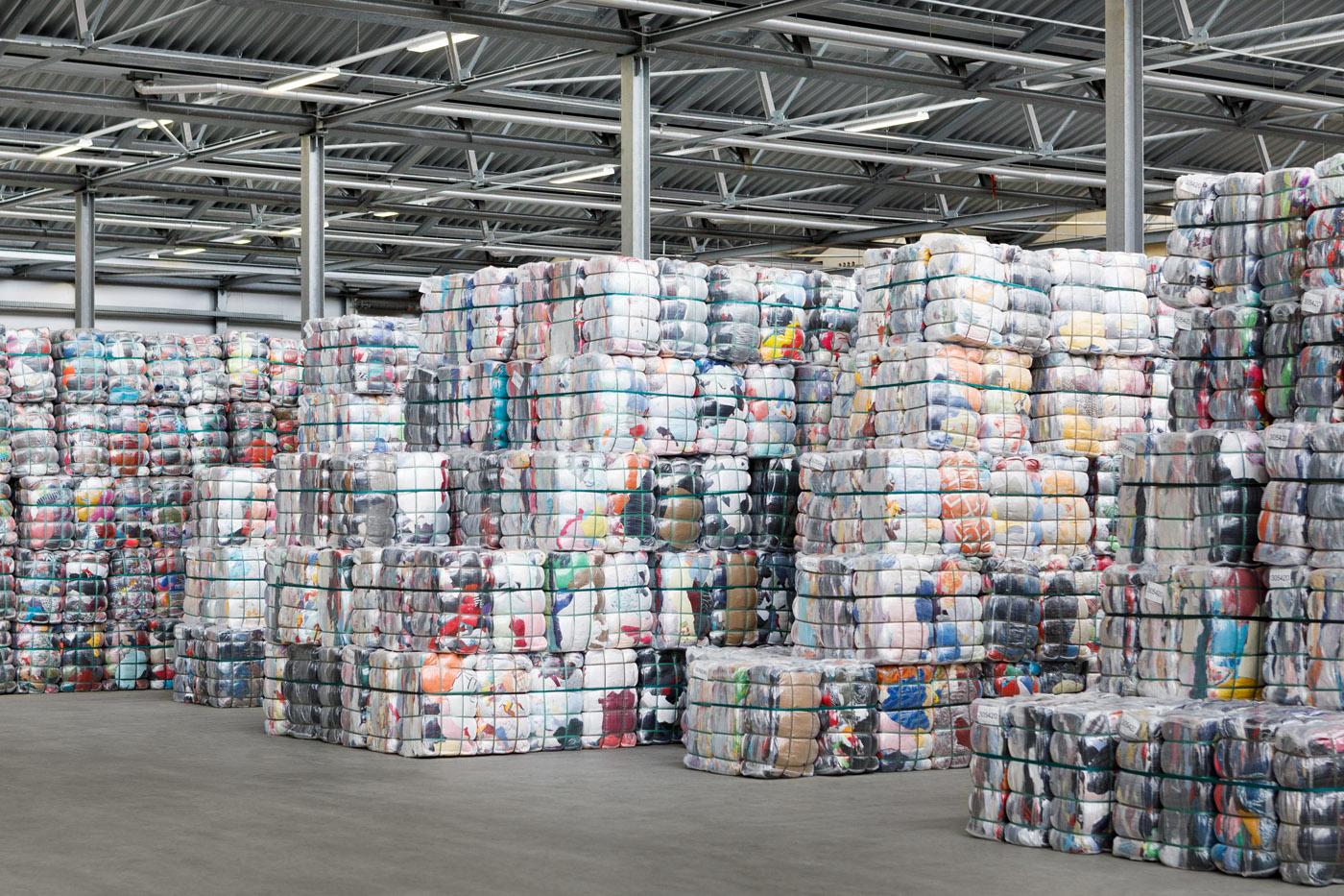 soex textilrecycling Lagerhalle Stoffballen
