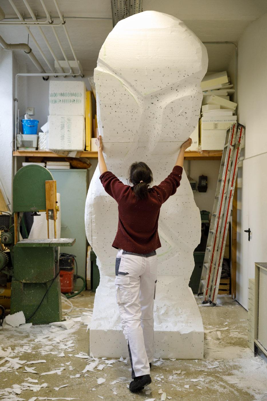große Skulptur aus Styropor;